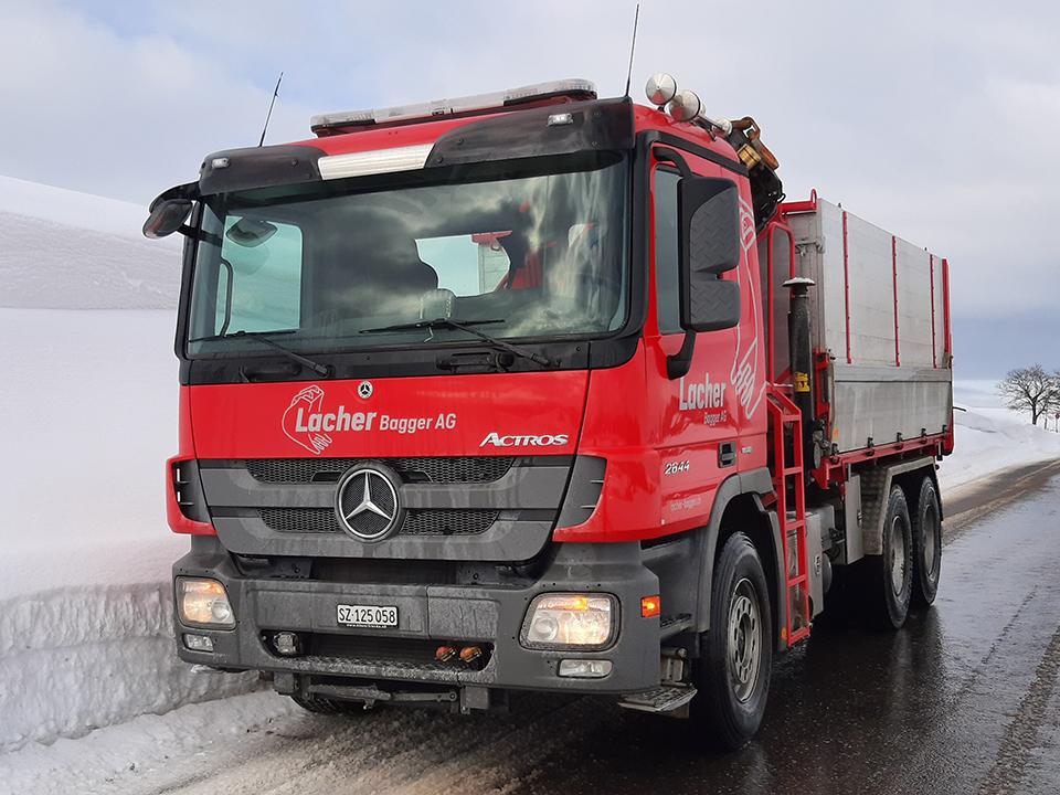 Transport- und Kranarbeiten, Lacher Bagger AG